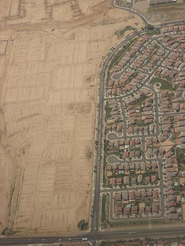 Why is sprawling Phoenix greener than D.C.?