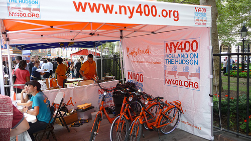 Volunteers staff the bike share booth for the Hudson on the Holland (www.ny400.org) festivities. Photo by Ensie.