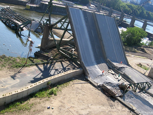 The collapse of the I-35 W Mississippi Bridge in Minneapolis in August 2007 coincided with Senators Dodd and Hagel submitting the National Infrastructure Bank Act. Photo by intersubjectiv.