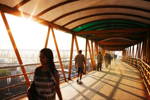 "The ""yellow caterpillar"" skywalk snakes through Mumbai. Photo by Michael Rubenstein from the Wall Street Journal."