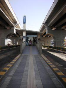 Median side location of BRT station. Photo by Prajna Rao.