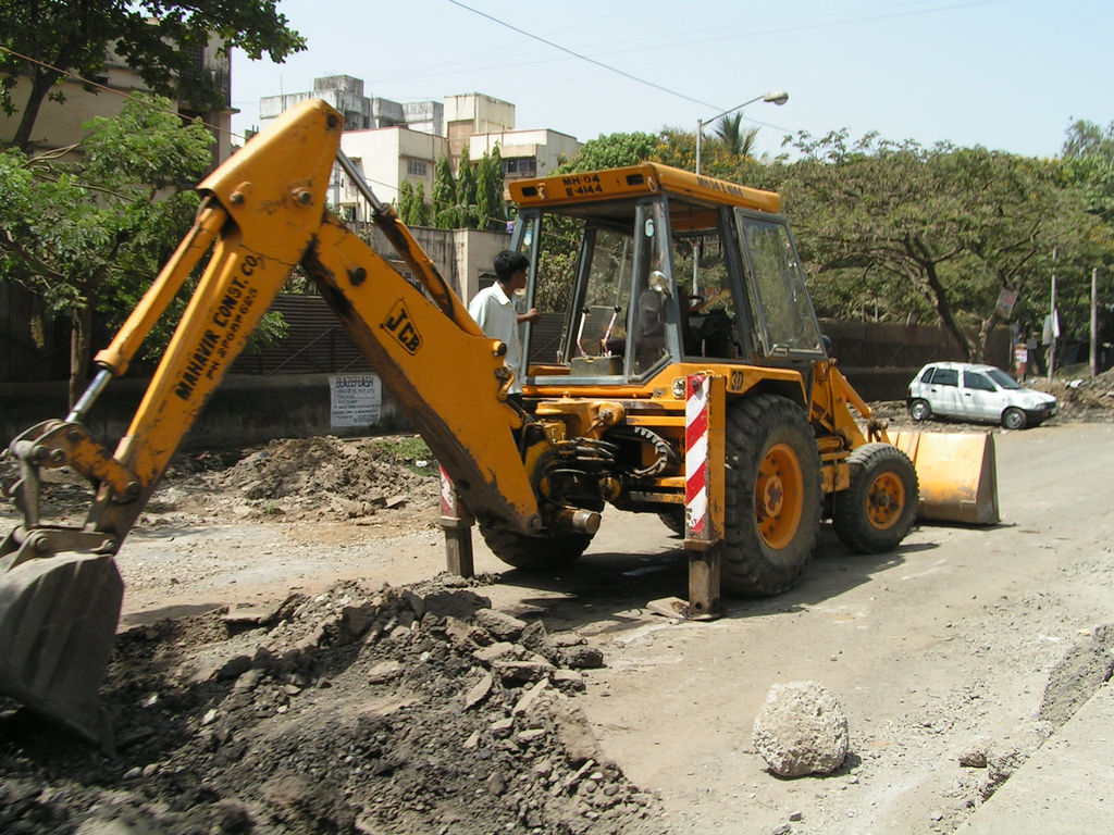Transportation infrastructure projects are bringing higher land values - a sure sign that these are desirable amenities for Mumbaikars.  Photo: calamur.