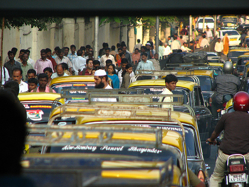 More and more Mumbaikers are realizing that BRT can contribute to reducing the city's massive congestion.  Photo: squarejer.