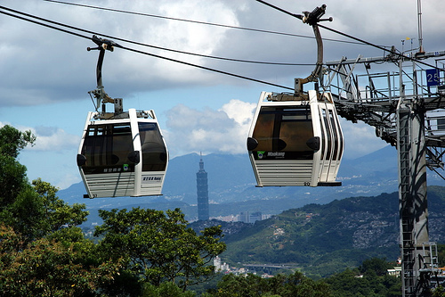 After being closed for more than a year because of security concerns, Taipei's Maokong Gondola reopened to the public in late-March 2010. Photo by ddsnet.