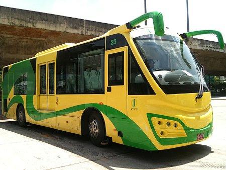 So far there are 25 BRTBangkok buses, with a capacity for 80 passengers each. Photo via Richard Barrow, MyThailandBlog.com.