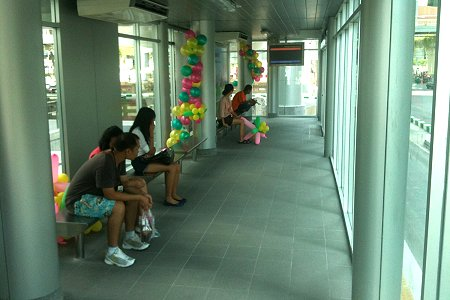 Monitors in the ticket area and waiting area show the next bus's expected arrival time in English and Thai. Photo via Richard Barrow, MyThailandBlog.com