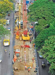 Metro construction in Mumbai. Photo via mumbaimirror.com