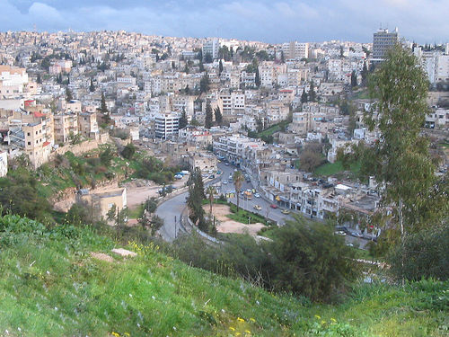 """Facing """"Dubaification"""" a few years back, officials and planners in Amman decided to take the city in a different direction, protecting its historic vistas while boosting residents' sense of community. Image via Roobee."""