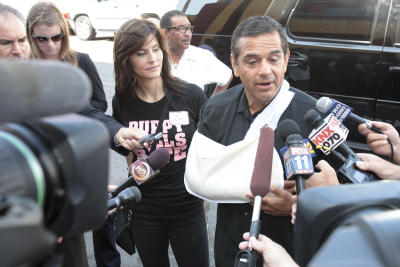 Los Angeles Mayor Antonio Villaraigosa broke his elbow while cyclist last weekend when a car abruptly pulled into his bike lane. Photo via DailyBreeze.com.
