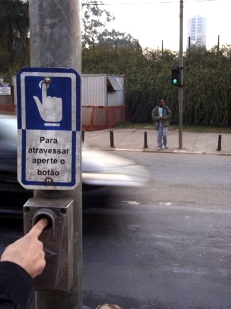 Before: A dangerous pelican crossing in front of the city's botanical gardens. Photo via Apocolipse Motorizado.