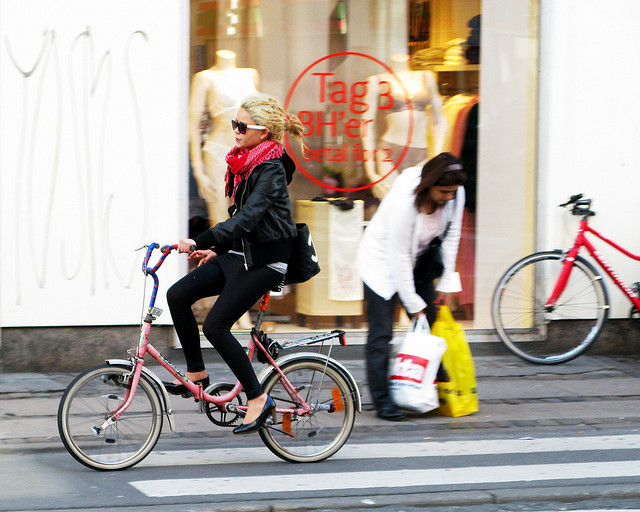 Image from the Copenhagen-based blog, Cycle Chic.
