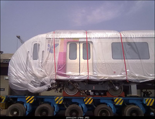 There's a heated debate over whether or not India should invest in metro rail. Photo via team-bhp.com.