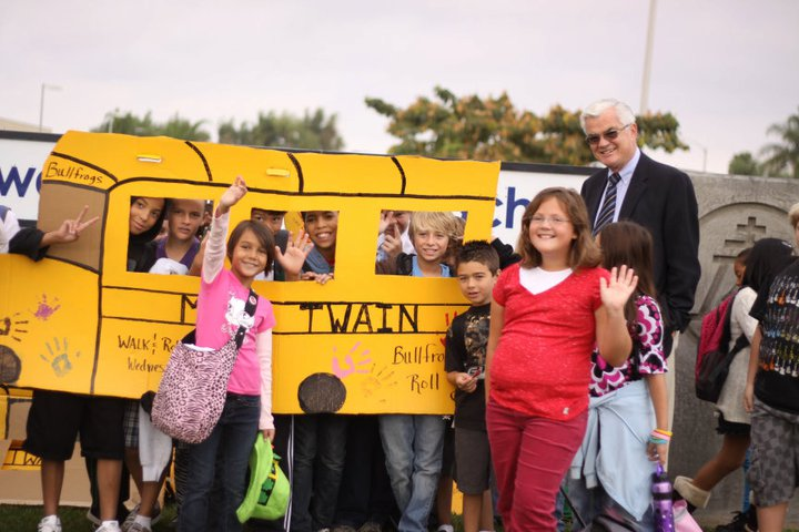 "A ""walking school bus"" with Mayor Ron Loveridge of Riverside, California. Photo via Facebook."