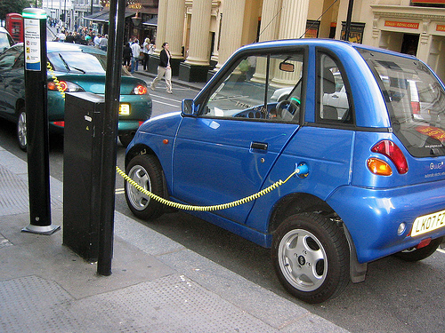 The ability of electric vehicles to curb our appetite for fossil fuel depends largely on the electric grid and mobility patterns. Photo by Coconinoco.