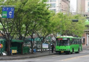 EMBARQ India's new guidebook analyzes Seoul's new bus system. Photo by Bebouchard.