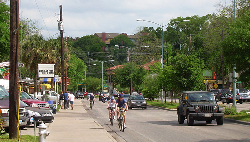 Denton, Texas unanimously passed a safe passage ordinance that requires car drivers to maintain a safe distance from cyclists. Photo by jfre81.