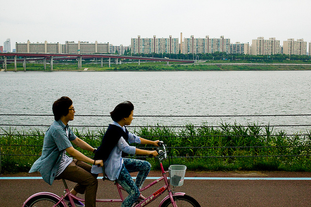 Seoul, South Korea is awarding subsidies and free bike rentals to commuters to transform the city into a pedestrian and bike-friendly environment. Photo by Patrick Rodwell.