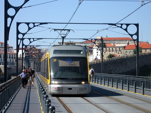 Porto Metro shares the upper deck of the Dom Luís bridge with pedestrians. Photo by Daniel Sparing.