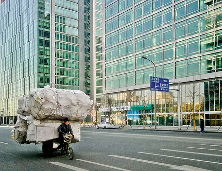 A man taking garbage to a collection center. Photo by Yang Liping.