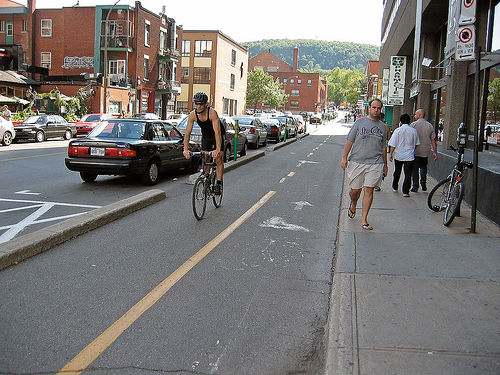 Study concludes Montreal's cycle tracks are safer than roads without biking infrastructure. Photo by Paul Smith.