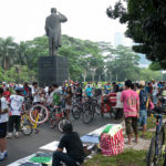TheCityFix Picks, August 26: Jakarta Bicyclists, Turkish Rail Lines, Building Carfree Cities