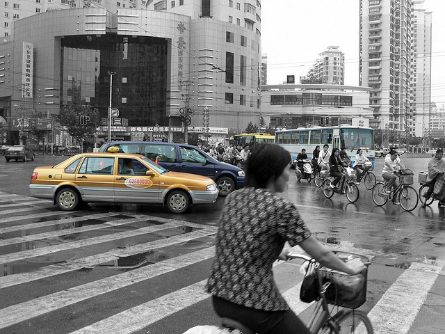 The future of China in transport is not through more cars. Photo by Ol.v!er [H2vPk].