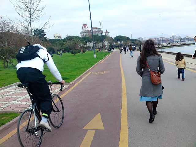 Istanbul Bike Path. Photo by bicyclemark.