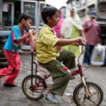 Children play in Mumbai, India. Photo by EMBARQ.