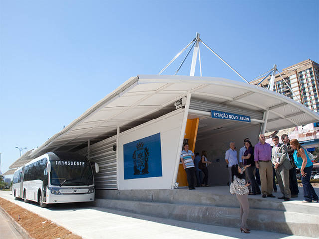 TransOeste BRT station, Rio de Janeiro, Brasil. Photo by Mariana Gil - EMBARQ Brasil.