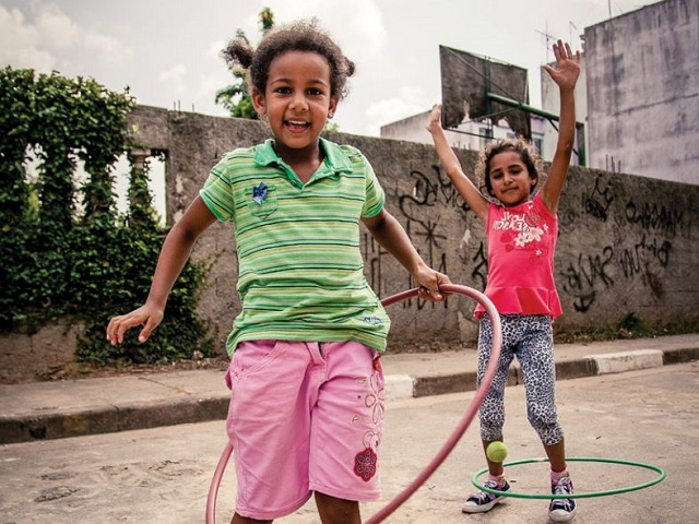 Brazilian children at play. Photo courtesy of Designed To Move Full Report (in Portuguese).