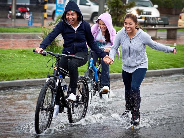 Rainy Ciclovía in Bogotá, Colombia. Photo by Claudio Olivares Medina/Flickr.