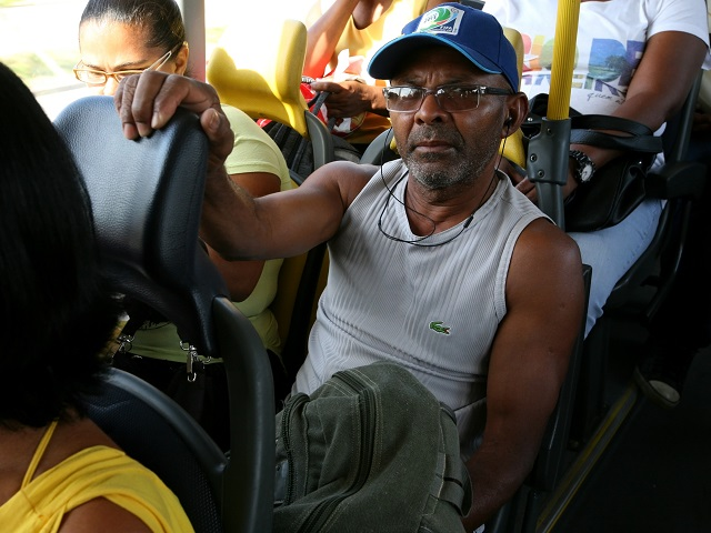 Passenger on the TransOeste BRT in Rio de Janeiro, Brazil. Photo by Benoit Colin/EMBARQ.