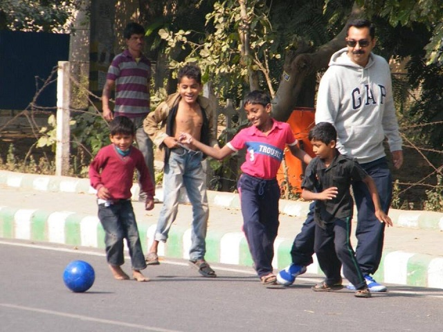 Children play soccer at Raahgiri Day in December 2013. Photo by EMBARQ.