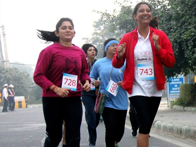 Runners at Raahgiri Day in December 2013. Photo by Vamini/Flickr. Cropped.