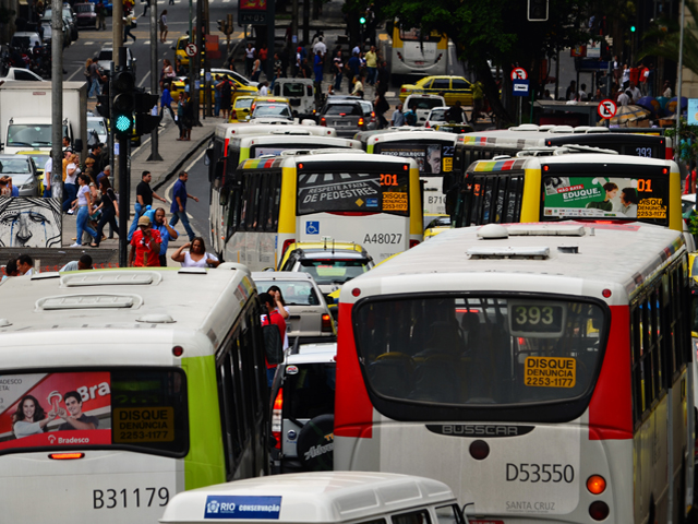 Crowded and chaotic streets in Rio de Janeiro underscore why Brazil has such a significant road safety challenge. Photo by Yukun Chen/Flickr.