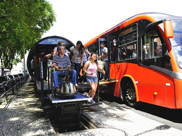 Europe learned that speed, reliability, and comfort are essential for successful public transport systems, and Brazil is taking note. Photo by EMBARQ Brasil.