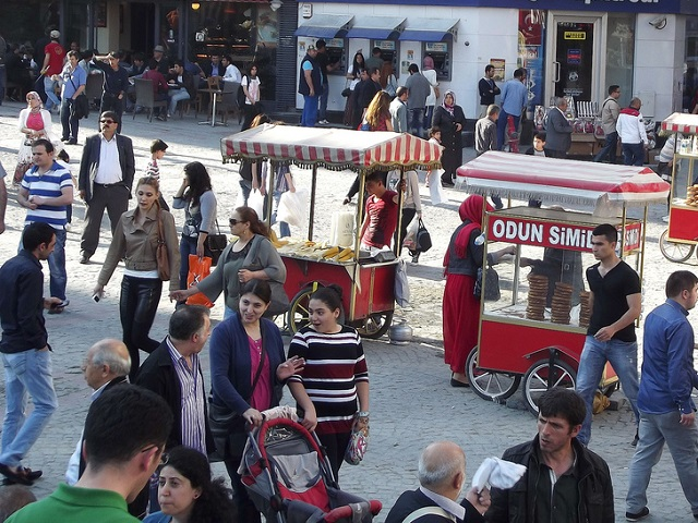 The pedestrianization project in the Historic Peninsula of Istanbul, Turkey, has created vibrant thoroughfares that has allowed the city to compromise between preserving culture and meeting the mobility needs of its growing populace. Photo by Gulsen Oczan/Flickr.