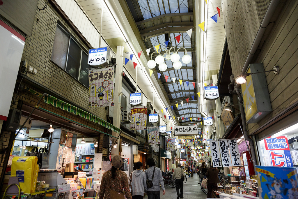 People wander up and down the different stores in the early evening at the Demachi Masugata Sh?tenga. Photo by Mark Vito/Flickr.