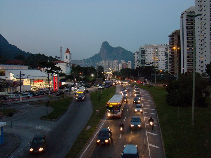 Traffic congestion cost Rio de Janeiro more than USD 12 billion, or 8.2% of metropolitan GDP in 2013. Photo by Rodrigo Soldon/Flickr.