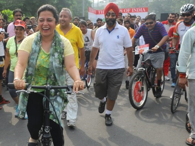 Raahgiri is promoting sustainable, active transport in the capital of India. Photo by Raahgiri Day, New Delhi/Facebook.