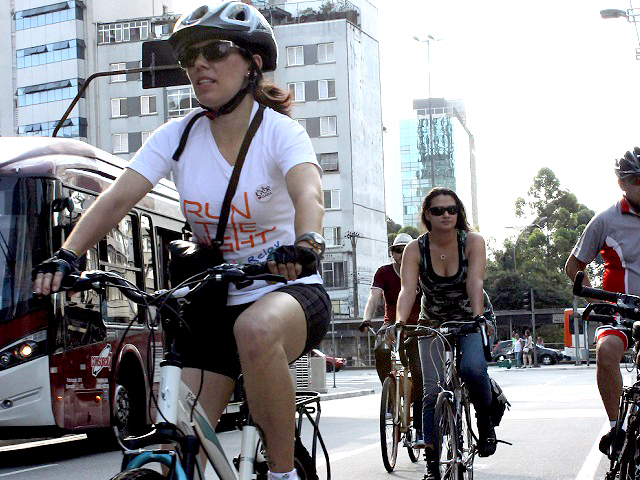 São Paulo has improved sustainable mobility through new bike and bus lanes, a revised master plan, and an innovative approach to support developers creating mobility solutions. Photo by Stanley Calderelli/Flickr.