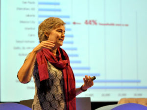 Innovator and entrepreneur Robin Chase delivers the opening keynote at X Congreso. Photo by Taís Policanti/EMBARQ Mexico.