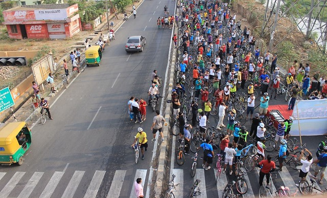 Through cycling and open streets, Equal Streets aims to create active communities and connect citizens and happy neighborhoods. Photo via Cycle Day, Bangalore.