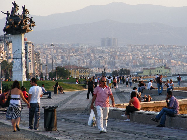 EMBARQ Turkey's Livable Cities Symposium will highlight the importance of bikeability and walkability in creating livable cities for all. Join the discussion online using #LivableCities. Photo by Marko Anastasov/Flickr.