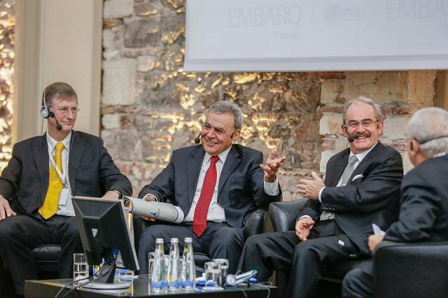 Gustaf Landahl from the City of Stockholm (left), Aziz Kocaoğlu, Mayor of İzmir Metropolitan Municipality (center), and Yılmaz Büyükerşen, Mayor of Eskişehir Metropolitan Municipality (right), discuss the role of governance for livable cities.