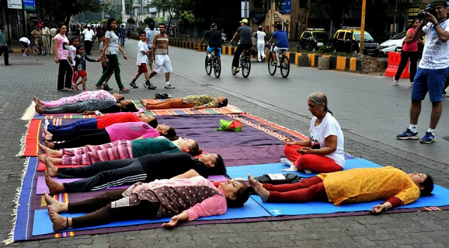 People practice yoga on the usually chaotic and congested Linking Road at Equal Streets in Mumbai. Photo by Zubin Gheesta/Facebook.