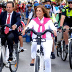 Mayor Ana Botella helped introduce public bike-share to Madrid. Here she participates in the system's inaugural ride. Photo by Madrid City Hall.