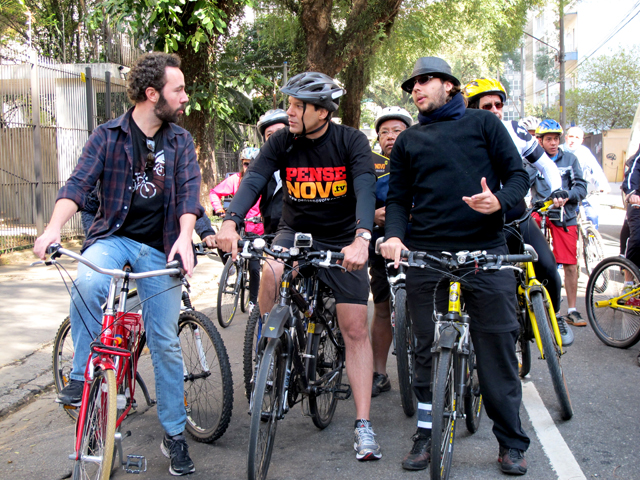 Mayor Fernando Haddad of São Paulo rides his bike