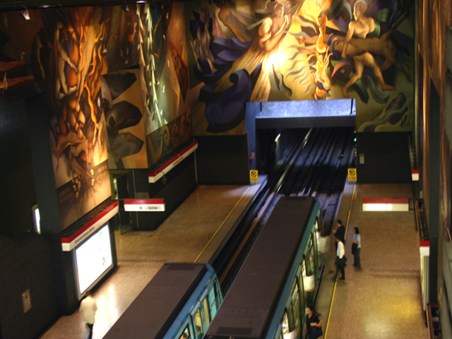 Universidad de Chile metro station mural