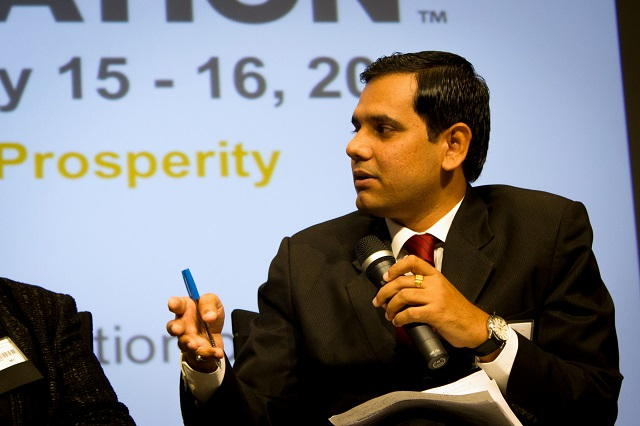 Arvind Singhatiya discusses how OLA's use of technology improves cities' connectivity while reducing private vehicle use. Photo by Zhou Jia/EMBARQ.